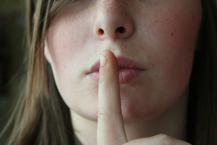 Dios no guardes silencio